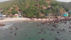 Satellietbeeld van Kalacha-strand in Goa India stock video