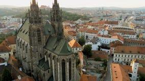 Satellietbeeld van Kathedraal St Peter And St Paul in Brno, Tsjechische Republiek, Europa stock video