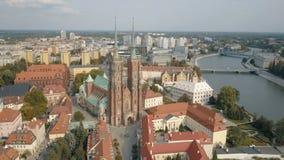 Satellietbeeld van Kathedraaleiland in Wroclaw, Polen stock footage
