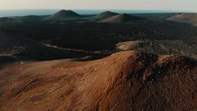 Satellietbeeld van Krater op Eiland Lanzarote Canarische Eilanden stock videobeelden