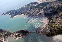 Satellietbeeld van La trinité-sur-MER in Bretagne, Frankrijk stock foto's