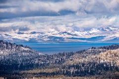 Satellietbeeld van Meer Tahoe op een stormachtige dag, Siërra bergen, Californië royalty-vrije stock foto