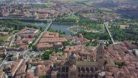 Satellietbeeld van oud kathedraal en landschap rond Salamanca, Spanje