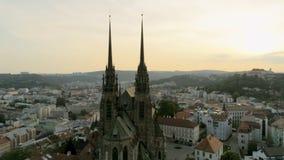 Satellietbeeld van Oude Stad in Tsjechische Republiek, Europa Brno Cityscape met Oriëntatiepunten stock video