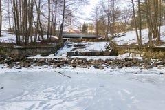 Satellietbeeld van oude steendam op de zonnige dag van de de winteravond royalty-vrije stock foto