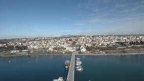 Satellietbeeld van pijler in het overzees, Nea Mihaniona Thessaloniki, Griekenland, orward beweging door hommel