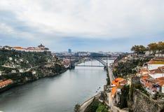 Satellietbeeld van Porto, Portugal en metaaldom luis-brug over Douro-rivier November 2010 royalty-vrije stock fotografie