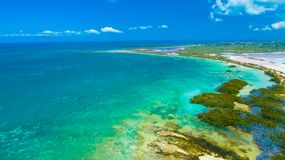 Satellietbeeld van Puerto Rico Faro Los Morrillos DE Cabo Rojo Het strand van Playasucia en Zoute meren in Punta Jaguey stock fotografie