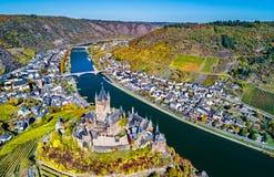 Satellietbeeld van Reichsburg Cochem, een beroemd kasteel in Duitsland stock afbeelding
