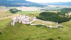 Satellietbeeld van Spis-kasteel in de zomer, tweede grootste kasteel in Middeneuropa stock videobeelden