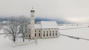 Satellietbeeld van St Coloman Kerk in Zuidelijk Duitsland stock footage