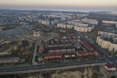 Satellietbeeld van stad in de herfst bij zonsondergang royalty-vrije stock foto