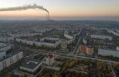 Satellietbeeld van stad in de herfst bij zonsondergang royalty-vrije stock afbeelding