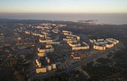 Satellietbeeld van stad in de herfst bij zonsondergang royalty-vrije stock afbeeldingen