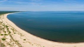 Satellietbeeld van strand door de blauwe Oostzee, dichtbij de riviermonding van Vistula stock afbeelding