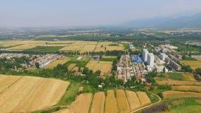 Satellietbeeld van Tarwegebied en dorp, Xi ?, China stock footage