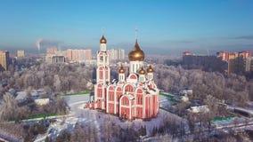 Satellietbeeld van tempel van St George in Odintsovo stock video