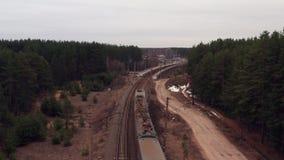 Satellietbeeld van trein De camera volgt de trein stock footage