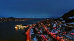 Satellietbeeld van Tromso, Noorwegen bij nacht met autoverkeer stock footage