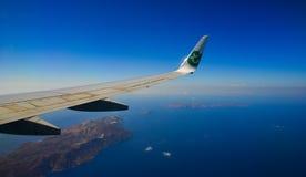 Satellietbeeld van venster en vliegtuigvleugel royalty-vrije stock fotografie