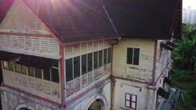 Satellietbeeld van verlaten huis in Seremban Maleisië stock videobeelden