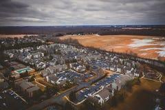 Satellietbeeld van Vlaktes van Plainsboro New Jersey met Flatgebouwen met koopflats stock foto