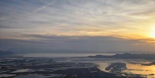 Satellietbeeld van vliegtuig van Antilopeeiland bij zonsondergang, mening van Anderhalve liter flessen, die cloudscape bij zonsop stock foto's