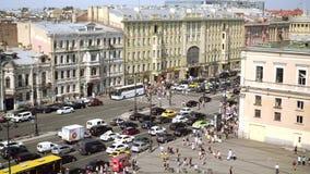 Satellietbeeld van voetgangersoversteekplaats van Ligovsky-vooruitzicht, het station van Moskou stock video
