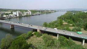 Satellietbeeld van wegbrug en Rivier Rijn stock video