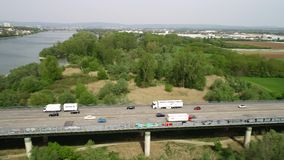 Satellietbeeld van wegbrug en Rivier Rijn stock footage