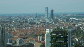 Satellietbeeld van wolkenkrabbers in bouw in Milaan, Italië stock footage