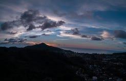 Satellietbeeld van zonsondergang op het eiland royalty-vrije stock afbeelding