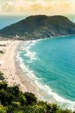 Satellietbeeld vanaf de bovenkant van Morro das Aranhas, Praia do Santinho, polis van Florianà ³, Brazilië royalty-vrije stock foto