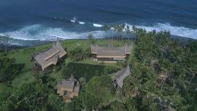 Satellietbeeldhommel Bali, Indonesisch eiland, luxevilla en strand stock footage