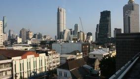 Satellietbeeldlandschap en cityscape van Bangkok bij het District van Klaprak, Thailand stock footage