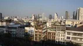 Satellietbeeldlandschap en cityscape van Bangkok bij het District van Klaprak, Thailand stock video
