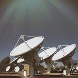 Satellieten die in hemel richten royalty-vrije stock afbeeldingen