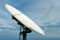 Satellietschijf op hemelachtergrond Royalty-vrije Stock Foto