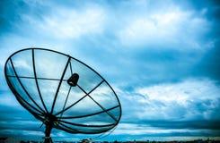 Satellietschotel en nimbus Stock Fotografie