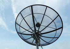 Satellietschotel met blauwe hemelachtergrond Royalty-vrije Stock Afbeelding