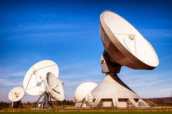 Satellietschotel - radiotelescoop Royalty-vrije Stock Foto's