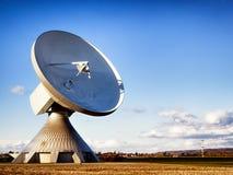 Satellietschotel - radiotelescoop Royalty-vrije Stock Afbeeldingen