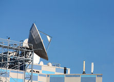 Satellit- kommunikationer för parabolantenn Arkivbild