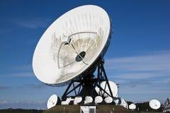Satellit- kommunikationer i Burum, Holland Arkivfoton