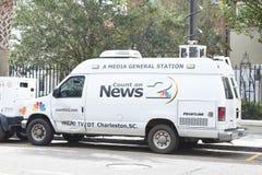 Satellit- lastbil för lokal nyheternastation, charleston, South Carolina Fotografering för Bildbyråer
