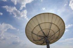 Satellit- maträtt för telekommunikationer Arkivbild
