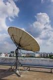 Satellit- maträtt för telekommunikationer Arkivfoton