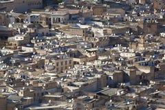 Satellit- maträtt i Fez Arkivbild
