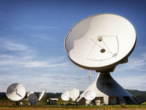 Satellit- maträtt - radioteleskop Arkivfoton