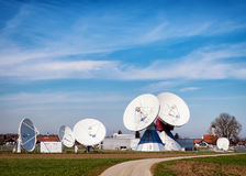 Satellit- maträtt - radioteleskop Royaltyfria Bilder